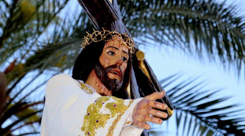 """Besapie solidario """"Jesus de la Humildad"""". Entrega de material escolar."""